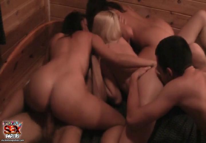 Молодёжная групповуха в сауне порно фото бесплатно